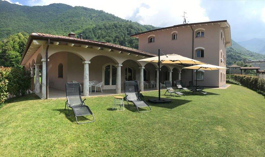 bianco-hotel_valsassina_giardino
