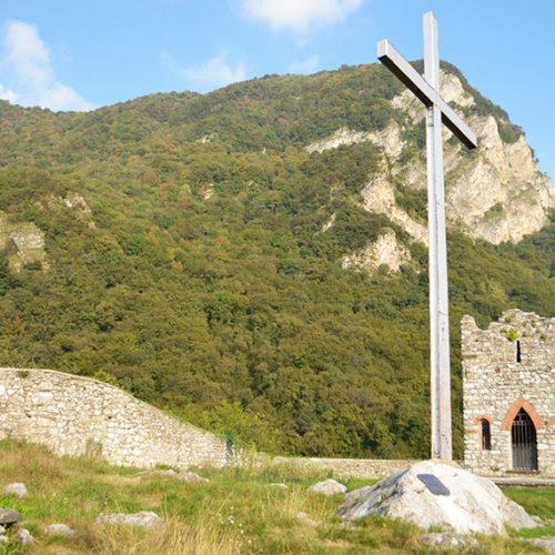 Castello dell'Innominato - Croce