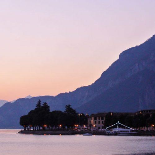 Lago di Lecco nell'ora blu