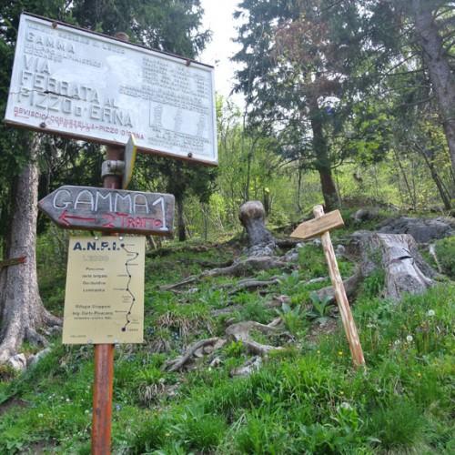 Rifugio Stoppani - segnaletica sentieri