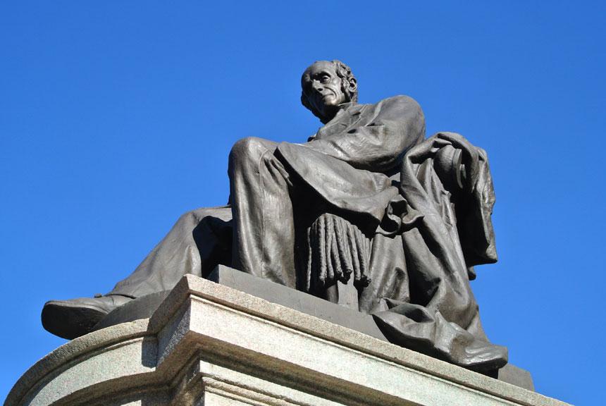 Lecco statua Alessandro Manzoni