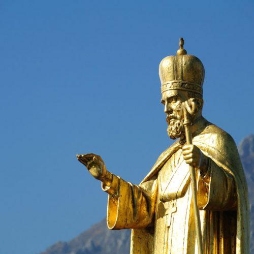 Lecco - Statua di San Nicolò