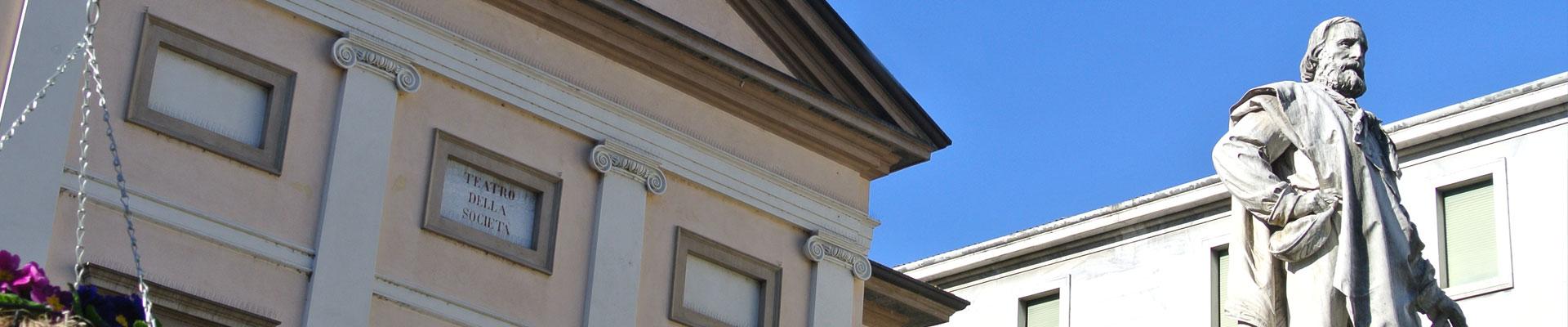 Lecco Teatro della Società monumento Giuseppe Garibaldi