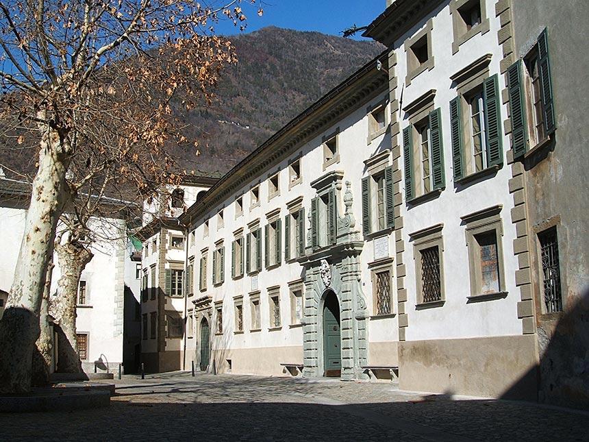 palazzo-salis-tirano-facciata