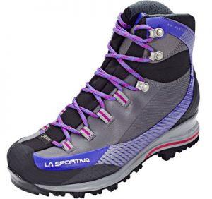 Chi va in montagna avrà notato ai piedi degli escursionisti calzature  differenti con i loghi delle diverse marche ben visibili bcb1d7e2e56