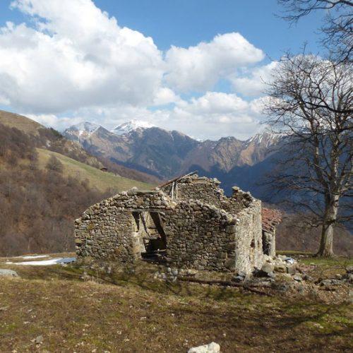 Valsassina - Loc. Pertus (risalendo dalla Valle dell'Acqua Fredda verso il Pialeral)